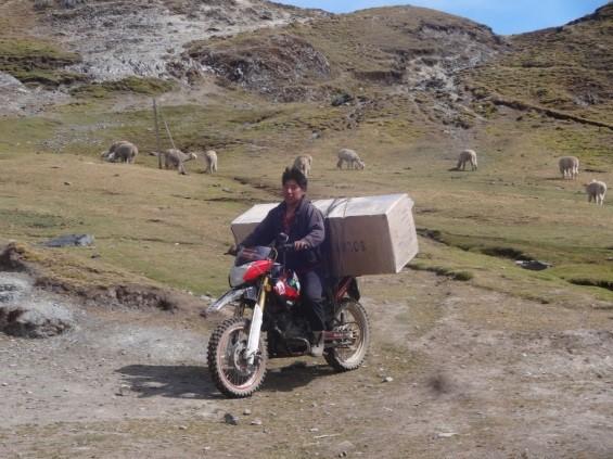 materialtransport auf motorrad